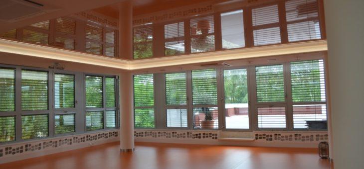 Napínané stropy jsou současným trendem v interiérech