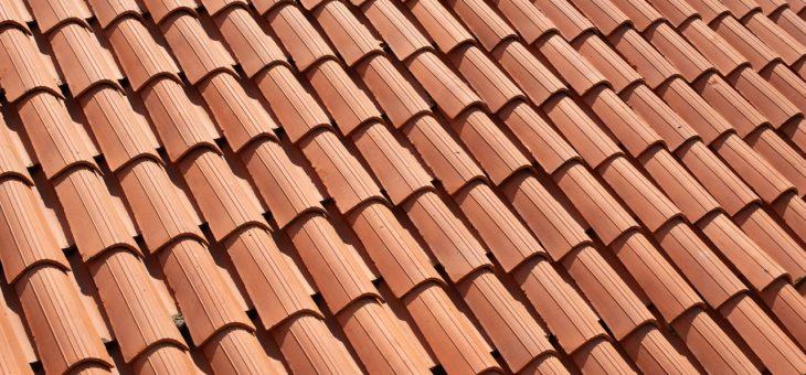 Stavbu nové střechy raději přenechte odborníkům. Sami snadno uděláte chybu, které budete litovat