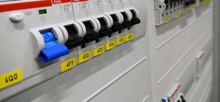Poradíme vám, kde koupit elektroměrový rozvaděč i rozvodnice