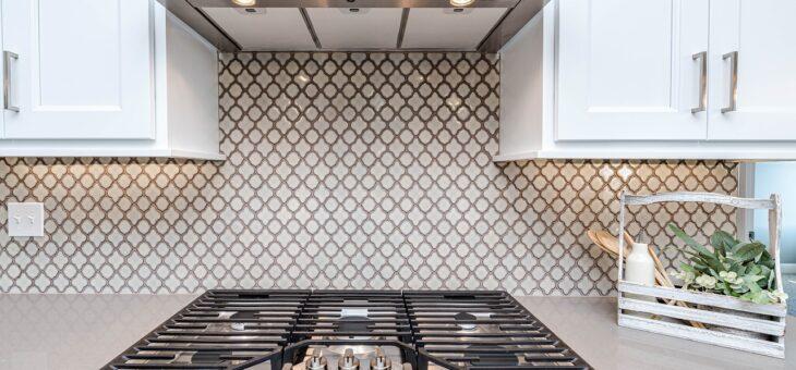 Kuchyně na míru představují elegantní řešení pro moderní domácnosti